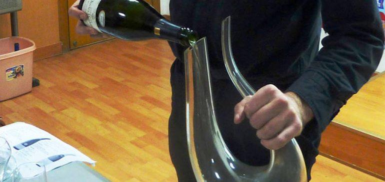 Comment décanter efficacement du vin?